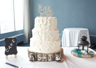 Rustic Buttercream on Tree Stump