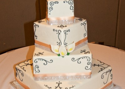 Offset Square with Classic Piping Wedding Cake